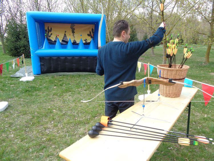 Nafukovacia lukostrelba, atrakcie pre dospelých a deti, interaktívne hry